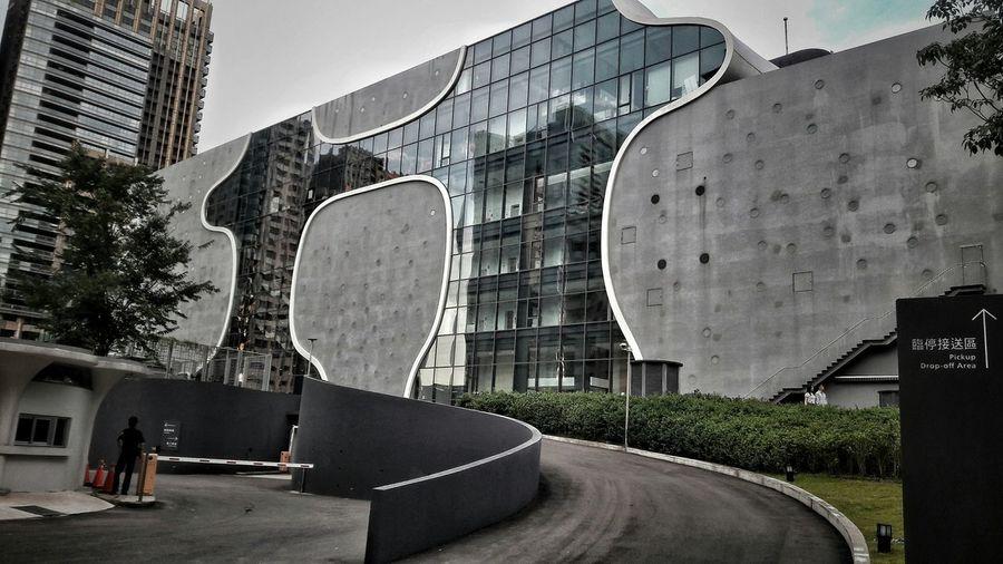 城市 穿行 Walking Around Arcitecturephotography Taichung, Taiwan Modern Relaxing Moments City View  Taking A Trip 臺中歌劇院 在這裡,聲音即是灰與白的共構,低彩卻高清,純粹而悠揚。為百無聊賴的日子流洩出一絲清亮。陰陰的天,適合當隻盹龜來度估,so far so good.
