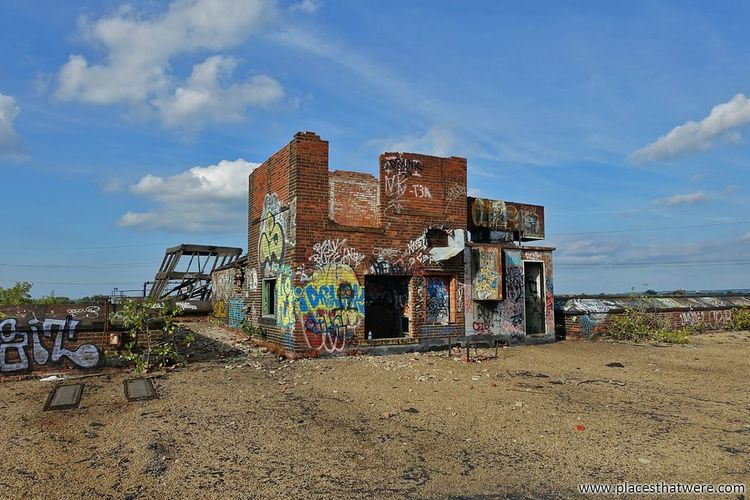 Secret hideout. http://www.placesthatwere.com/2017/12/abandoned-warner-and-swasey-company.html Abandoned Factory Abandoned Places Abandoned Buildings Abandoned & Derelict Urban Exploration Urbex Urban Decay Industry Industrial Decay Decay Ruins Creepy Eerie Rooftop Rust Belt Cleveland Ohio Graffiti Sand Beach Sky Cloud - Sky Travel Destinations Architecture Outdoors Building Exterior