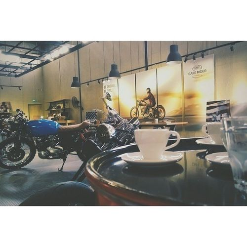 The scent of this place is indescribable Gas Coffee , and the sound of those engines that were running Braaap Vroom . Well spent evening with my buddies. mensparadise coffee gas caferacerculture caferacer cafebike caferacers caferacersociety cb550