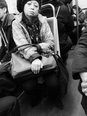 Tired running the rat race afted a long working day Showcase March Portrait Of A Woman Woman Lady Blackandwhite Commuting Metro Ratp Paris, France  Parisian Chic Underground Crowded Hand Asleep Handbag  Up Close Street Photography The Portraitist - 2016 EyeEm Awards My Commute Girl Power Bnw_friday_eyeemchallenge
