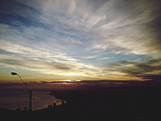 Hello World Sunlight Sky And Clouds Clouds And Sky hermoso! Enjoying Life Taking Photos Valparaíso
