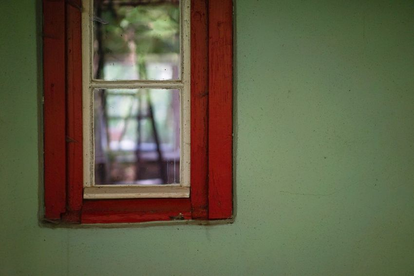 Sommerhaus, später, später Renovation Building Site Window Glass - Material Architecture Built Structure Building Exterior No People Transparent Building Wall - Building Feature Day Green Color House Outdoors Red Close-up Shape Wood - Material Window Frame Glass