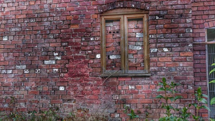 Brickporn Brick Wall Brick And Mortar Windowporn Window Frame Brick Building Bricks Brickstalker Check This Out Window View Bricked Up Windows