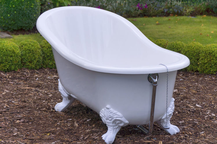 Antique Bath Bath Time Bathing Green Objects Objects Of Interest Old-fashioned Relaxing Tub Bathroom Bathtub Day Flushing Toilet Garden Garden Photography Grass No People Object Object Photography Old Outdoors Toilet Bowl White White Color
