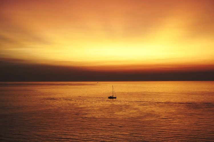 Sunset Sea Tranquility Nautical Vessel Gold Colored Scenics Outdoors Sun Nature Sky No People Water Cloud - Sky Beauty In Nature Travel Destinations Horizon Over Water Sailboat Vacations Sailing Day Siluette Vascello Lost In The Landscape Perspectives On Nature