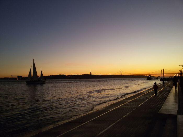 Taking Photos Enjoying Life Holiday And Relaxing Terreiro Do Paço Cais Das Colunas Por Do Sol Sunset Silhouettes Ponte 25 De Abril I LOVE PHOTOGRAPHY