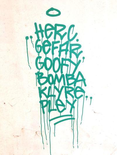 Graffiti, Schrift, Nachricht, Geheimbotschaft, tag, Schaden, Beschmutzung, Vandalismus, Message, Farbe, grün, Graffiti Photography Graffiti & Streetart EyeEm Selects Creativity Art And Craft No People Built Structure Wall - Building Feature Architecture Design Graffiti Drawing - Art Product Text Communication Close-up Backgrounds White Background