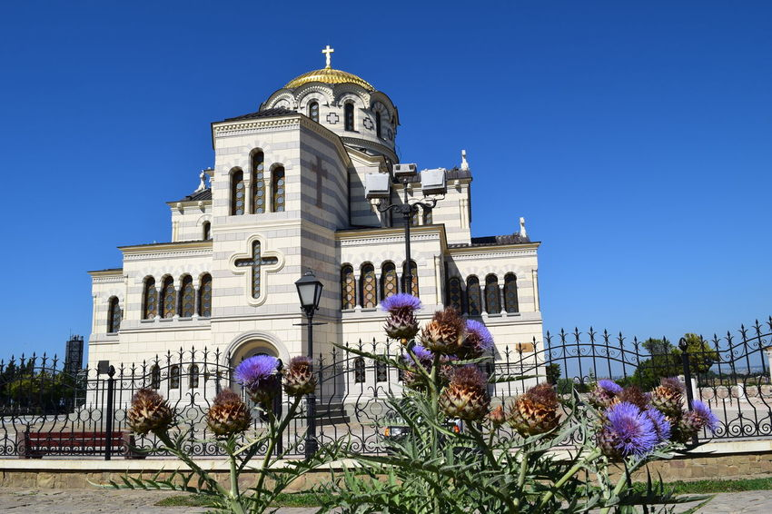 Владимирский кафедральный собор в Херсонесе Architecture Blue Building Exterior Built Structure Cathedral Chersonissos Church Clear Sky Crimea Day Dome Façade Famous Place Flowers Low Angle View No People Ortodox Outdoors Place Of Worship Religion Sky Spirituality Sunlight Tourism Travel Destinations