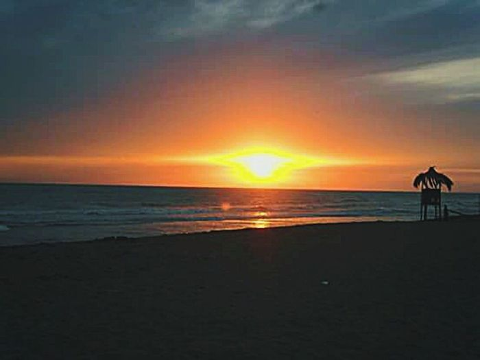 Summer Tramonto Sunset Orange Sea Sea And Sky S.agostinobeach Vintage Photo Onde Light Dark Skyandclouds  Skyandsea Thegreatoutdoors-2016eyeemawards Theshoparoundthecorner