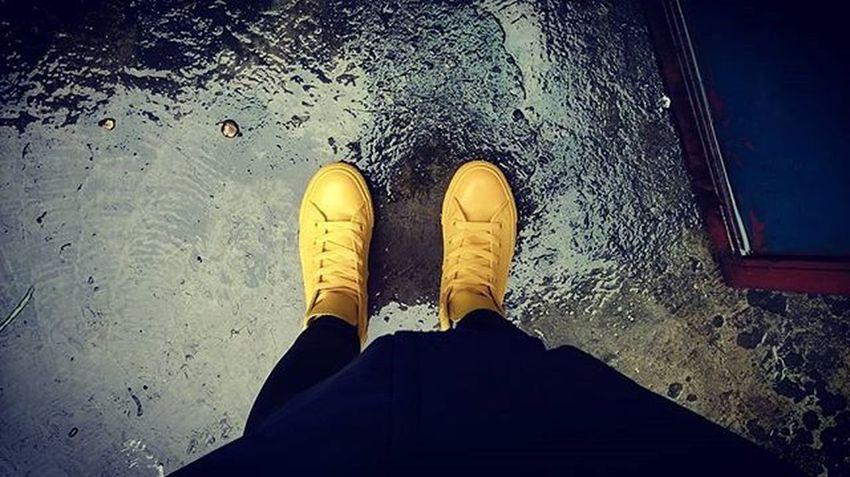 On rainy day ☔☔☔💧☁🌂 @demureoutfit xin trân trọng tài trợ Rubber Converse Converseallstar