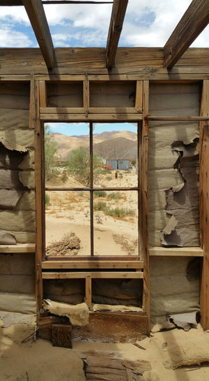 Window of an abandoned house filled with sand in Rancho Seco, California Abandoned Abandoned & Derelict Abandoned Buildings Abandoned House Abandoned Neighborhood Abandoned Places California Decay Decaying House Decaying Wall Desolate Desolation Ghost Town Peeling Walls Rancho Seco Rosamond Rosamond Ca Ruined Ruins Rurex Sand Urban Exploration Urbex Urbexphotography Window