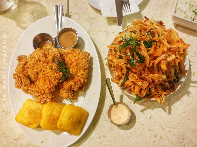 Kettle's best seller and it's worth the price! Porkandpotatostrips Buttermilkfriedchicken DeliciousFood  Musttry  Foodpics Foodblogger Foodlover Leimeafotografia Snapseed Eyeem Philippines