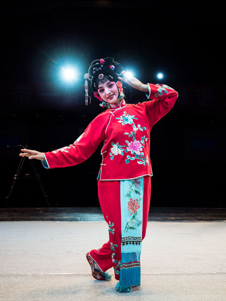 Fully dressed for the evening's Shaanxi Opera. Actor Beautiful Woman China China Beauty Costume Dress Looking At Camera One Person Opéra Performance Portrait Real People Red Shaanxi Opera Stage Stage Lights Traditional Clothing Xi'an Young Women 陕西剧