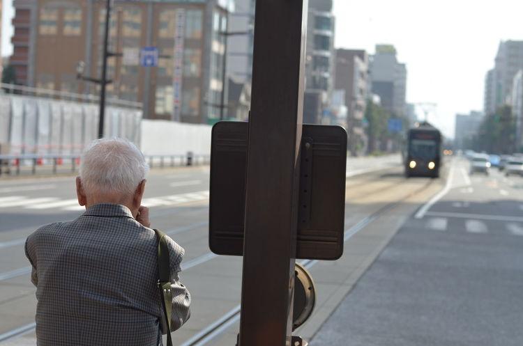 撮ってる後ろ姿がカッコよくて思わず撮ってしまった。 Older Man One Man Only One Person Senior Adult Photographer Taking Photos Snapshot People Watching From My Point Of View Capture The Moment Street Photography TOWNSCAPE Tramway Kumamoto Travel Photography 熊本 旅写真