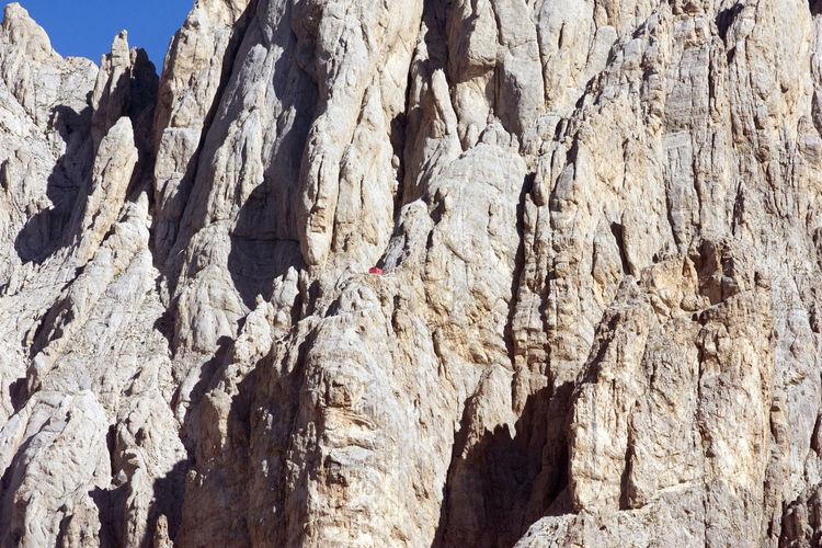 Parco Nazionale del Gran Sasso-Monti della Laga. Vista della parete del Corno Grande e del rifugio Bafile (il puntino rosso). Gran Sasso D'Italia Parete Rocciosa Alpinismo Close-up Day Escursionismo Ferrata  Gran Sasso Low Angle View Nature No People Outdoors Parco Nazionale Parco Nazionale Del Gran Sasso E Monti Della Laga Rifugio Rifugio Bafile Rock - Object Rock Face Rock Formation Textured