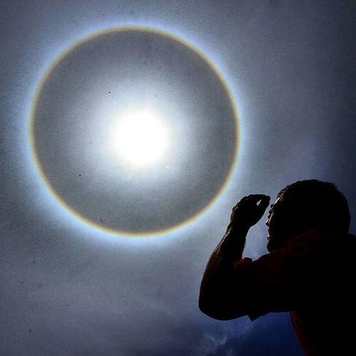 Un fenómeno de Halo Solar se escenifica en estos momentos sobre la ciudad de Sancristobal Tachira  Venezuela . Igworldclub Picoftheday Instaland_ve Thisisvenezuela Icu_venezuela IG_GRANCARACAS IgersVenezuela Insta_ve Instapro_ve IG_Venezuela InstaLoveVenezuela Instafoto_ve Instaland_ve Tequierovenezuela Thisisvenezuela Icu_venezuela Ig_tachira Ig_merida Instavenezuela Elnacionalweb Venezuelapaisajes Instanature gf_daily venezuelacaptures everydaylatinamerica everydayeverywhere