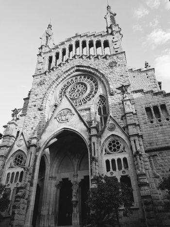 Església de Sant Bartomeu City History Arch Sky Architecture Building Exterior Built Structure Cathedral