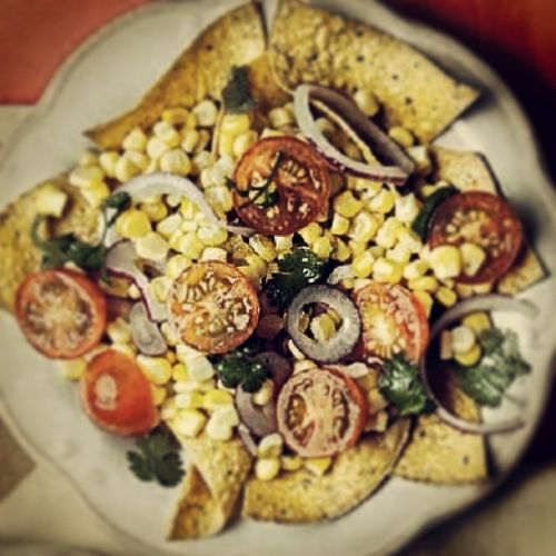 Dinner is served .. Instead of serving this Mexican-inspired salad on a bed of tortilla chips, you can have the chips on the side and use'em to scoop up the salad. So simple but so good. FingeringLickinGood FoodPornbakamo FoodCravers TortilladeMexicano
