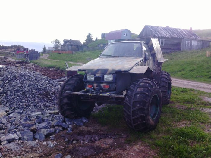 Monster Trucks Offroad Traveling Crazy Car