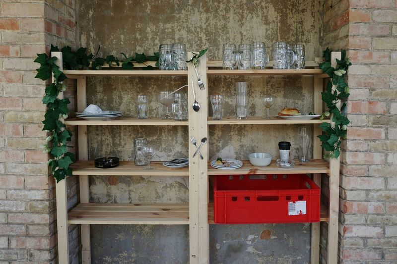Ablage Restaurant Beergarden  Geschirr Plates Glasses Spoon And Fork After Lunch Cabinet Shelf Wood - Material Close-up Architecture
