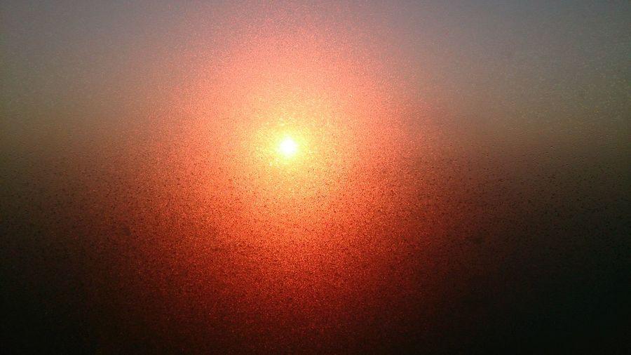 Солнце через зандевелое окно. Sunrise Winter зима восход