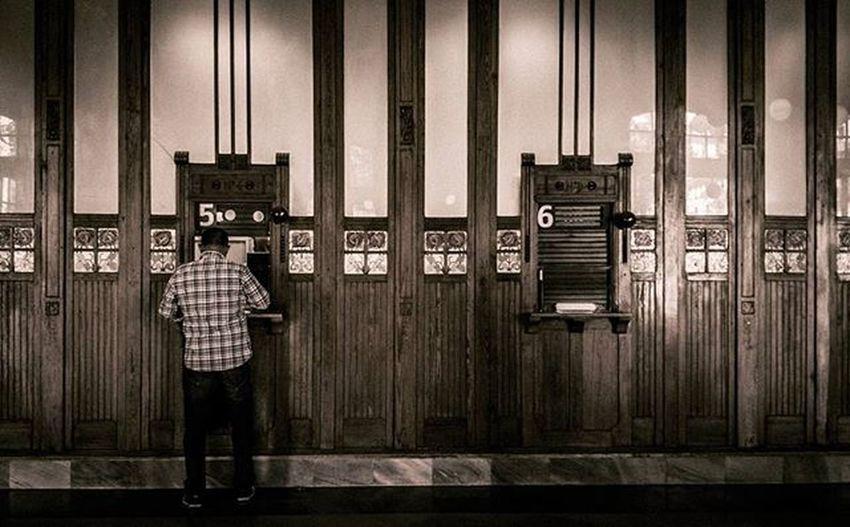 Estación del Norte, venta de billetes. Preciosa estación del modernismo que deja rincones como este. Valenciaenamora València Renfe Adif Estación Billetes Taquilla Estaciondenord Estaciondelnorte