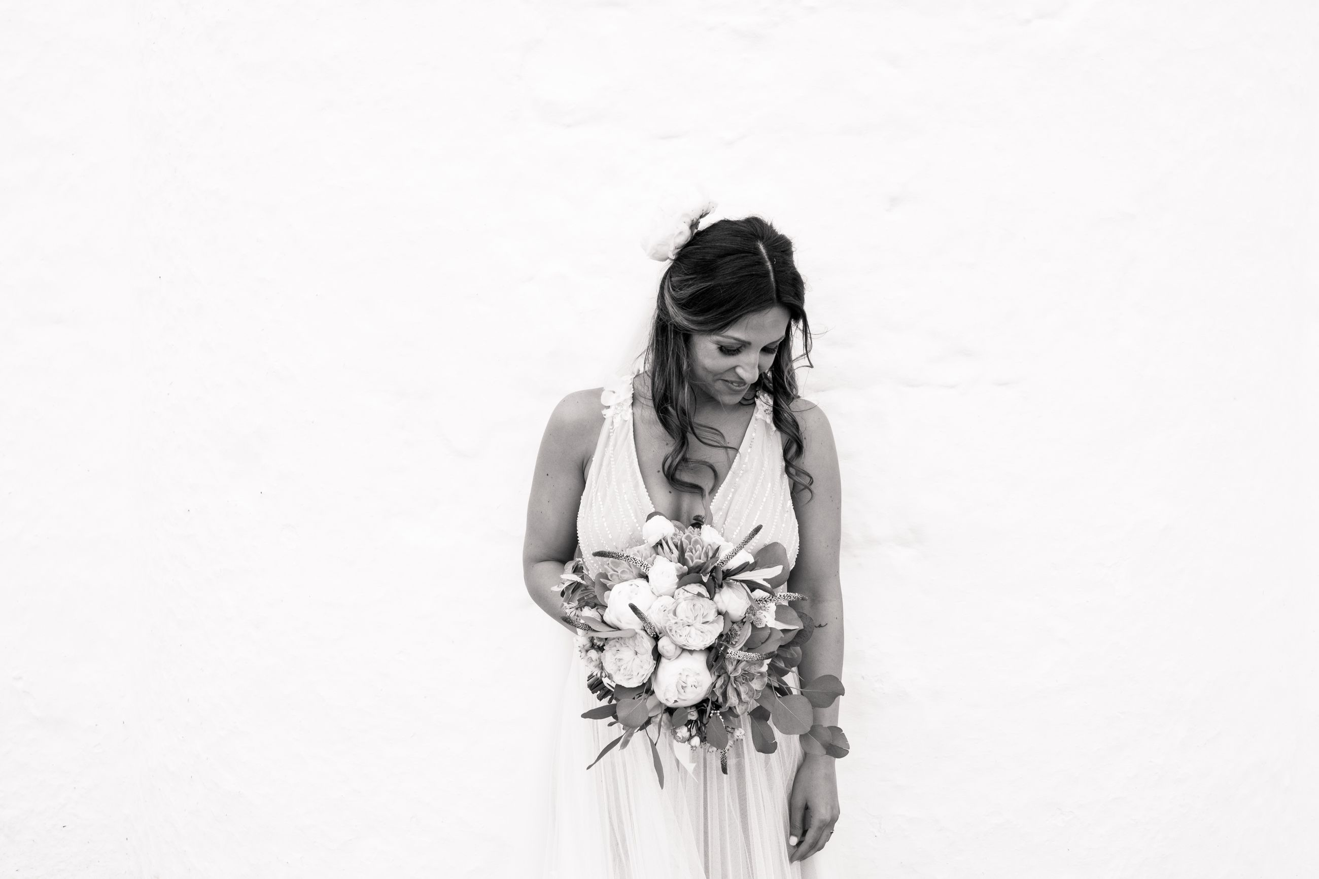 flower, flowering plant, one person, young adult, young women, plant, front view, copy space, women, standing, lifestyles, studio shot, leisure activity, beauty, nature, three quarter length, beauty in nature, indoors, beautiful woman, hairstyle, flower arrangement, flower head, teenager, bouquet
