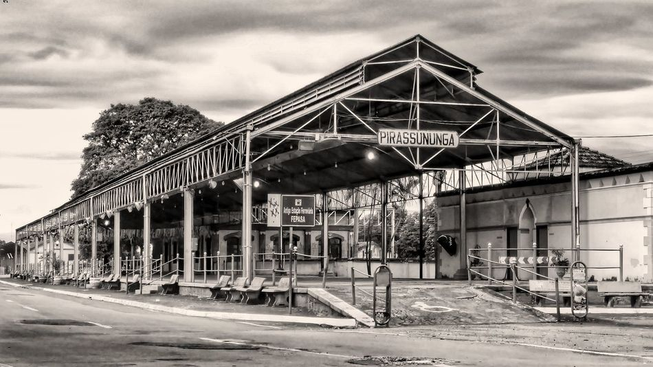 EyeEmNewHere No People Architecture Outdoors Public Transportation Hello World City Life Tvminuto Photography Pirassununga HDR Collection Hdr Edit Hdr_Collection Simanovic HDR Popular Photos Blackandwhite Black And White Black & White Blackandwhite Photography Monochrome Monochrome Photography Monocromatic Architecture Travel Destinations