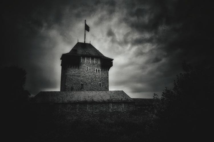Hanging Out Taking Photos Schloss Burg Historical Building Nikonphotography Monochrome Mittelalter Architektur Light And Shadow Sky And Clouds Black And White Edit! Dramatic Sky