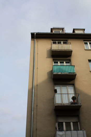 #house, #live, #town, #city, #urban, #peole City Houses Life Old Buildings People Town Urban