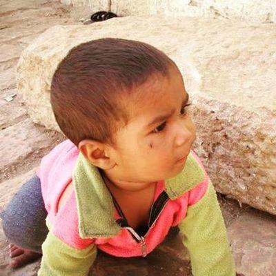 The sweet smell of innocence.. lingers -go away fly-Crawl Jaisalmer Rajasthanifolk Littlechild Moments India Indiagram Jaisalmerdiaries Jaisalmertrip