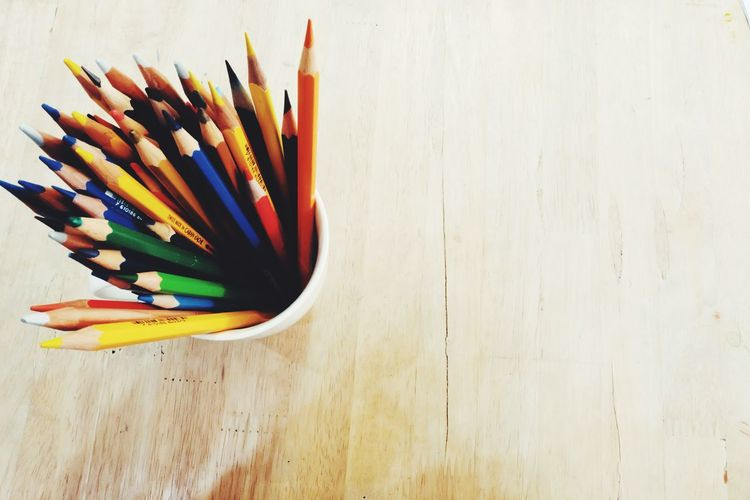 A lot of colors pencil in the cup on top the wood table Art And Craft Backgrounds Education Warm Tone Colors Colorful Colours Pencils Wooden Table Copy Space Top View Hipster A Lot Of Inspiration 📸