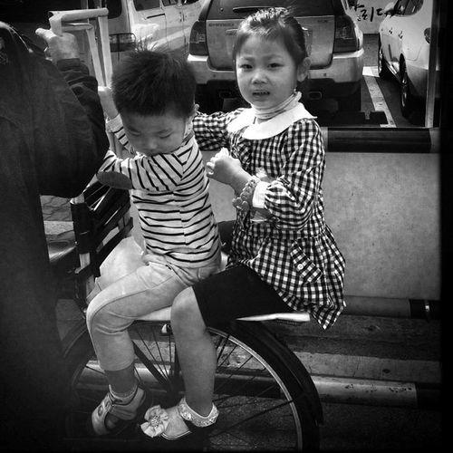 Give us a lift #seoul_korea #seoul #korea #kids #street #flea #market Street Kids Market Korea Seoul Flea Seoul_korea