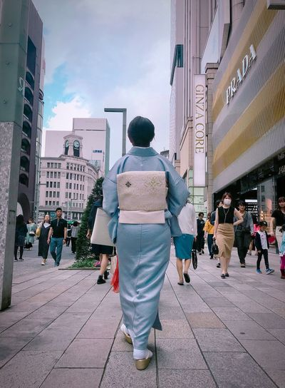 Tokyo Street Photography Streetphotography Kimono KimonoStyle Kimono Girl Japan Photography Japan Tokyo ShotOnIphone Rear View City Real People Architecture Building Exterior Men Built Structure Street People Group Of People Lifestyles City Life Incidental People Crowd Adult Day Full Length Outdoors Women The Street Photographer - 2018 EyeEm Awards