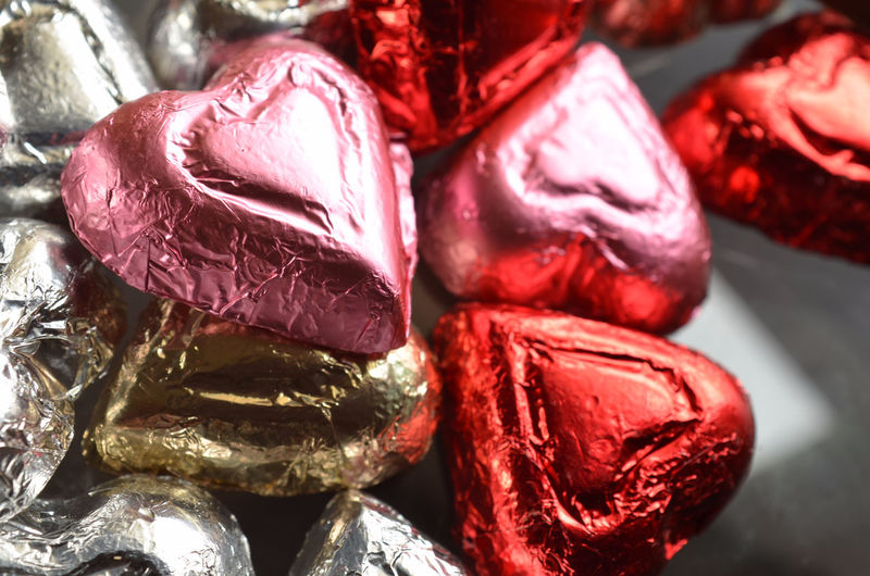 close up of pink, red, and silver foil wrapped milk chocolate candy hearts Candy Chocolates Close-up Day Foil Wrapped Heart Heart Shape Indoors  Milk Chocolate No People Pink Color Red Red Silver  Sweet Sweet Food Sweets Sweet♡ Valentine Valentine's Day