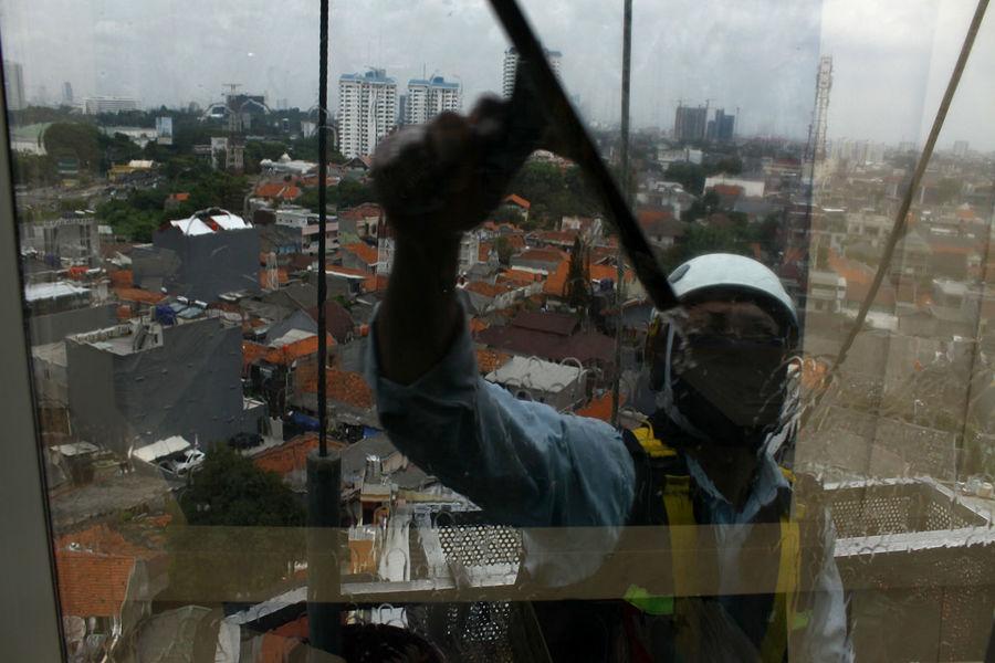 Gondola Gondola Man Dangerous Jobs Cleaning Service Man Adults Only Skyscraper Outdoors Jakarta