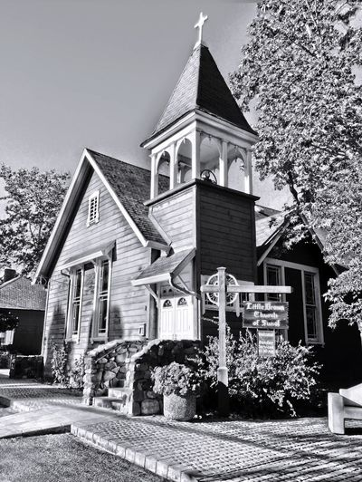 """""""God's Cabin"""" Little Brown Church in Sunol, California, USA was built in 1885. Hundreds of weddings have been performed here since, Church Churches Old Church Churchyard Old Churches Historical Building History"""