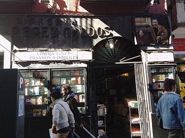 Librería antigua. Venden y compran libros viejos. Madrid. IPhone.