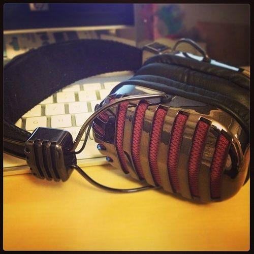 Ich finde die Kopfhörer einfach nach wie vor Klasse http://gadgetplaza.ch/zubehoer/6530/throne-gold-on-ear-headphones #Kopfhörer #OnEar #Musik #Podcasts Musik Kopfhörer Onear Podcasts