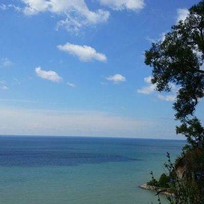 People travel away when you have places like this at home. Scarbrough Bluffs Blueskies Lake Ontario Greatlakes Summer