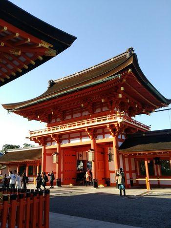 京都 伏見稲荷大社 2017冬旅🐾👣🚗 楼門 朝から素晴らしい場所で過ごす 久しぶりの京都ドライブ💛 神社 冬の余暇 快晴 初冬 風景 ドライブ旅 Landscape Scenery Love Japan Moment Awesome Sunny Travel Destinations History Day Outdoors