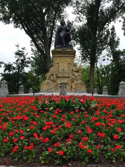 Vondelpark Amsterdam Statue