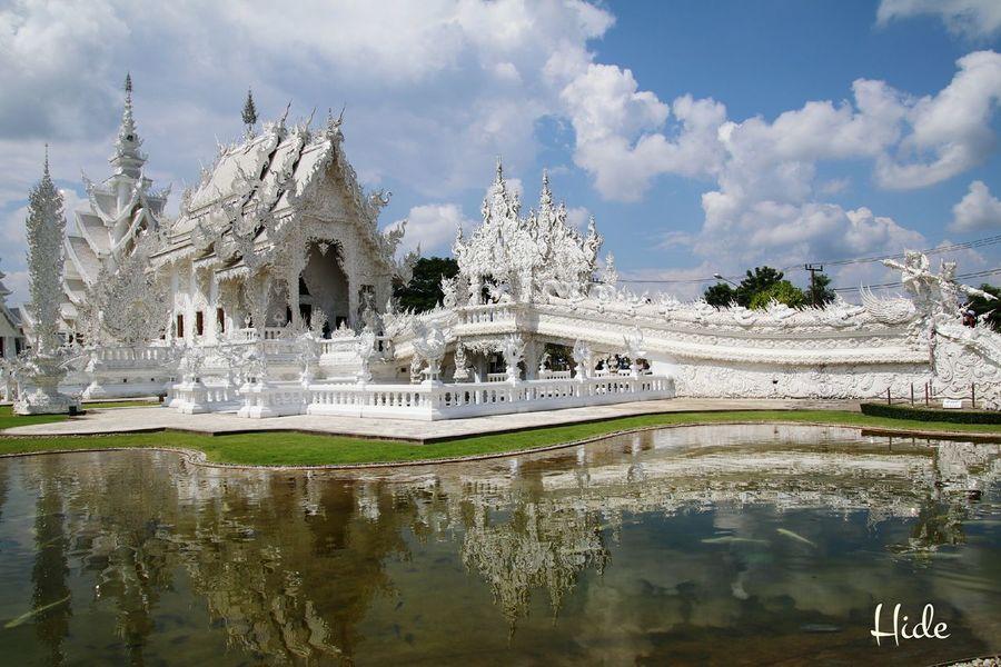 白い寺 地獄寺 WatRongKhunWhiteTemple Chiang Rai, Thailand