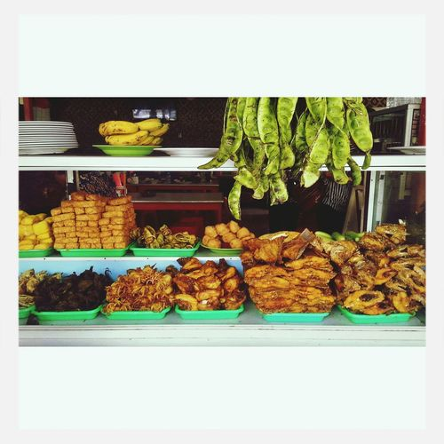 Amazing food of indonesia . Makanan paling dirindukan di indonesia Ayam Goreng Pete  Ikan Goreng Tempe Goreng pilih menumu hari ini