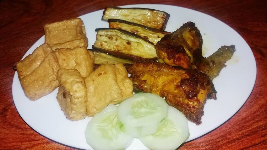 Keep healthy by making ur own food... Indonesianfood Indonesianculture Food And Drink DeliciousFood  Madefood
