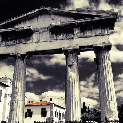 Past & Present. Athens!💜 Ig_athens Athensvoice Athensvibe In_athens welovegreece_ greecestagram wu_greece ae_greece igers_greece greece travel_greece iloveellada architecture archilovers architecturelovers splash_greece splashmood splash splendid_shotz bnwsplash_perfection bnw_captures skypainters greek bnwsplash_flair greecelover_gr loves_greece digers_edit igphotoworld