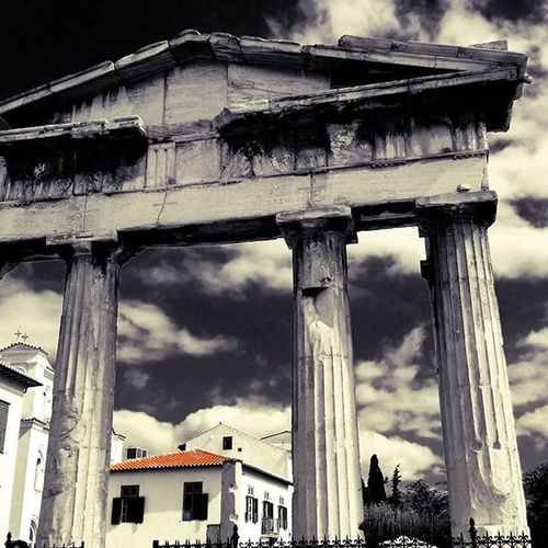 Past & Present. Athens!💜 Ig_athens Athensvoice Athensvibe In_athens welovegreece_ greecestagram wu_greece ae_greece igers_greece greece travel_greece iloveellada architecture archilovers architecturelovers splash_greece splashmood splash splendid_shotz bnwsplash_perfection bnw_captures skypainters greek bnwsplash_flair greecelover_gr loves_greece digers_edit igphotoworld