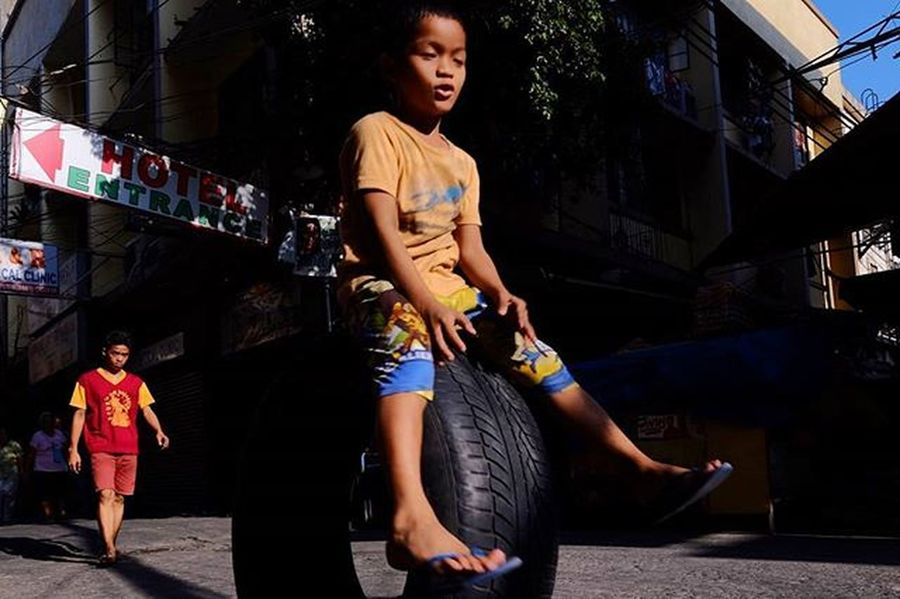 Quiapo GoodFriday  Manila MNL Philippines Ph Street Streetphotography Fujixt1 Fujifilmxt1 Fujixf14 Xf14mm Fujifilm Fujifilmph Daan LitratistaSaDaan