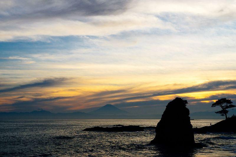 Sea And Sky Seaside Rock Rocks Evening Evening Sky Getting Inspired Hello World Seaside Seascape Landscape Beatyful Nature July 2016 EyeEm Best Shots - Landscape Landscapes With WhiteWall Hayama Kanagawa,japan Japan Mt Fuji Mt Fuji, Japan Pine Trees Light And Shadow Golden Hour