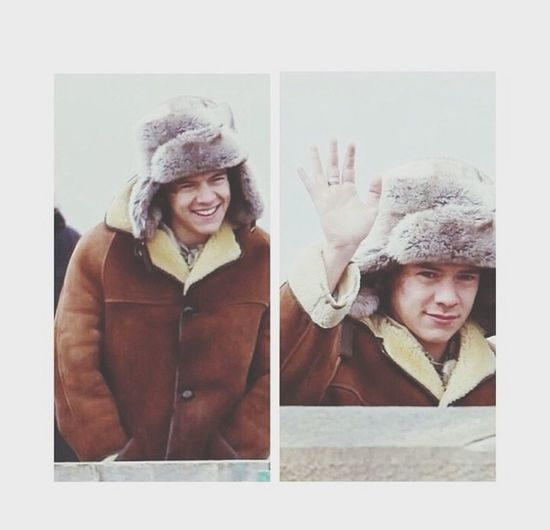 Can we just take a second to realize how cute Harry Styles is?